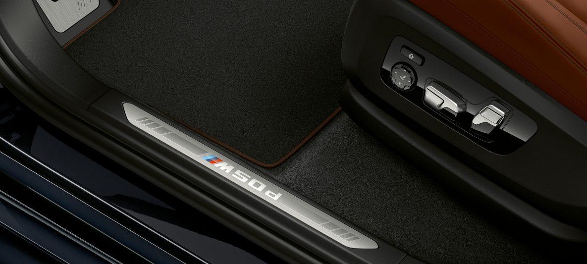 Einstiegsleiste mit M Schriftzug BMW X5 M50d G05 Interieur