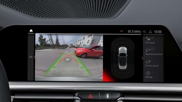 BMW M440i xDrive Parking Assistant Plus